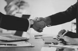 Accountant neemt onvoldoende maatregelen om objectiviteit te waarborgen bij vriendendienst