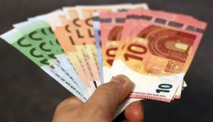 Adviseur moet helft honorarium terugbetalen zelfs nu zijn klant financieel beter af is